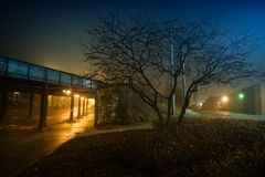 An eerie and foggy city night in urban Chicago. royalty free stock photos