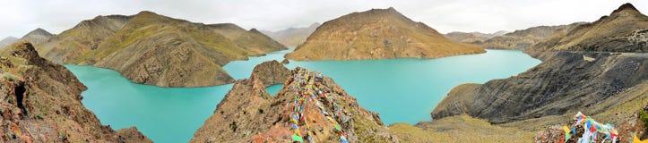 Eerily blue Yamdrok-tso lake in Tibet Stock Photography