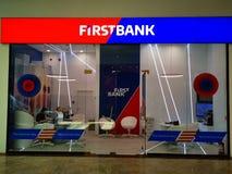 Eerste Bank binnen bij wandelgalerijbaneasa Winkelende Stad, Boekarest stock afbeelding