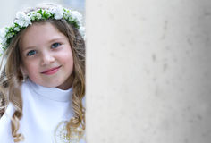 Eerste Heilige Communie glimlachend meisje Stock Fotografie