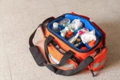 Eerste hulpuitrusting met Zak en geneesmiddelen Royalty-vrije Stock Fotografie