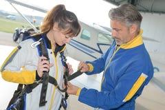 Eerste keer skydiving ervaring stock afbeeldingen