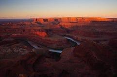 Eerste licht over de kromming van de Rivier van Colorado. Royalty-vrije Stock Fotografie
