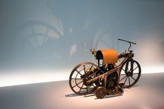 Eerste motorfiets 1885 stock afbeelding