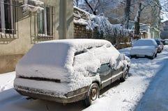Eerste Sneeuw in de stad De sneeuwstorm en de blizzard op Kerstavond Grote achtergrond Stock Foto