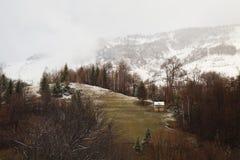 Eerste sneeuw in mountins Stock Afbeelding