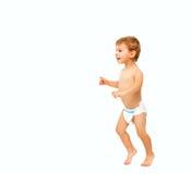 Eerste stappen van gelukkige babyjongen royalty-vrije stock afbeelding