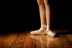 Eerste van ballerinavoeten binnen Stock Fotografie