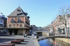 Eerstgenoemde weeg huis, Leeuwarden, Nederland stock afbeeldingen