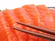 Eetstokjes en zalmvlees Stock Foto's
