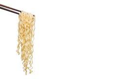 Eetstokjesnoedels op witte achtergrond, lege ruimte voor ontwerp worden geïsoleerd dat Royalty-vrije Stock Afbeeldingen