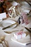 Eettafel die voor een huwelijk of een collectieve gebeurtenis wordt geplaatst Stock Afbeelding
