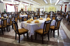 Eettafel in restaurant Stock Afbeelding