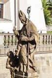 18 eeuw Barok standbeeld van Bischop St Stanislaus, Kerk op Skalka, Krakau, Polen Stock Afbeeldingen