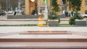 Eeuwige vlam op Victory Square in Minsk, Wit-Rusland - slowmotion 60 fps stock footage