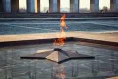 Eeuwige Vlam - symbool van overwinning in Wereldoorlog II Stock Foto