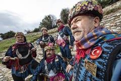 Efe är modig, krigaren och den manlig och dansarepersonen för revoltör, i västra turkisk kultur På den Torbali Ozbey byfestivalen fotografering för bildbyråer