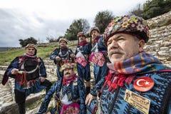 Efe är modig, krigaren och den manlig och dansarepersonen för revoltör, i västra turkisk kultur På den Torbali Ozbey byfestivalen royaltyfri fotografi