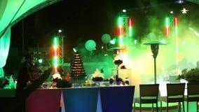 Efectúe las luces en el concierto, luces de la etapa, encendiendo la etapa del concierto, iluminación del concierto en la etapa,  metrajes
