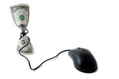 Efectivo con el ratón, concepto de moneda electrónica Imagenes de archivo
