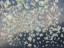 Efectivo, dólares de papel, cayendo Foto de archivo
