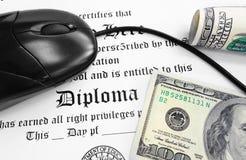 Efectivo del diploma Imágenes de archivo libres de regalías