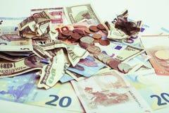 Efectivo en la tabla aislada: dólares, euro, dinero roto rubl Todos adentro foto de archivo libre de regalías