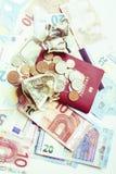 Efectivo en la tabla: dólares, euro, dinero roto rubl Todos adentro fotos de archivo libres de regalías