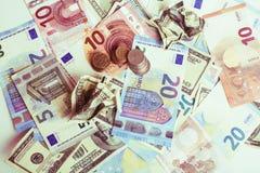 Efectivo en la tabla: dólares, euro, dinero roto rubl Todos adentro foto de archivo libre de regalías