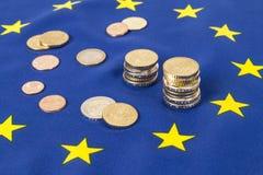 Efectivo y bandera de la UE Imagen de archivo libre de regalías