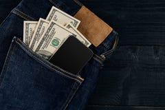 Efectivo y elegante en su bolsillo de los vaqueros Todavía vida 1 Imagenes de archivo