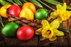 Efecto colorido de la luz del sol de los huevos de Pascua Fotos de archivo libres de regalías