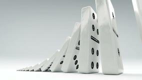 Efecto de dominó de poco a grande Una cadena de dominós del tamaño cada vez mayor almacen de metraje de vídeo
