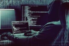 Efecto de la interferencia Pirata informático que trabaja en un código en fondo digital oscuro con el interfaz digital alrededor imagen de archivo libre de regalías