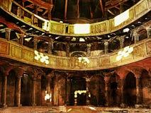 Efecto de la película Iglesia abandonada Luz del sol de la ventana de un templo abandonado debajo de la bóveda Foto de archivo