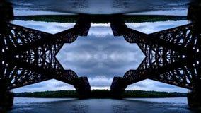 Efecto del espejo sobre el puente de Quebec fotografía de archivo libre de regalías