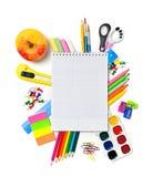 Efectos de escritorio de la escuela con el copyspace del cuaderno Foto de archivo libre de regalías
