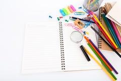 Efectos de escritorio de la escuela en el fondo blanco Fotos de archivo