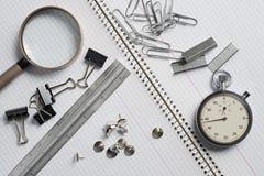 Efectos de escritorio en el cuaderno blanco Fotografía de archivo libre de regalías