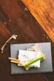 Efectos de escritorio en la tabla de madera Imágenes de archivo libres de regalías