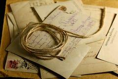 Efectos de escritorio postales viejos de la letra de papel Imagen de archivo