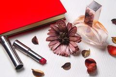 Efectos de escritorio que mienten en la tabla La tabla en la oficina Workplac fotografía de archivo libre de regalías