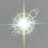 Efeito da luz do fulgor Starburst com sparkles no fundo transparente Ilustração do vetor Sun Flash do Natal poeira Imagens de Stock Royalty Free