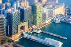 Efeito do deslocamento da inclinação Opinião aérea Hong Kong Island com porto Fotos de Stock