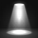 Efeitos do brilho do projetor em um fundo escuro Imagens de Stock