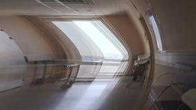 Effect van gevoel onwel in de het ziekenhuisgang visuele hallucinaties stock footage