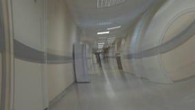 Effect van gevoel onwel in de het ziekenhuisgang visuele hallucinaties stock video