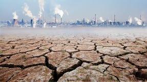 Effect van industriële ontwikkeling op het milieu stock afbeelding