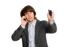 Effectenmakelaar die op mobiel spreekt stock foto's