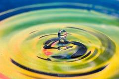 Effectmoment van een daling van water Stock Fotografie